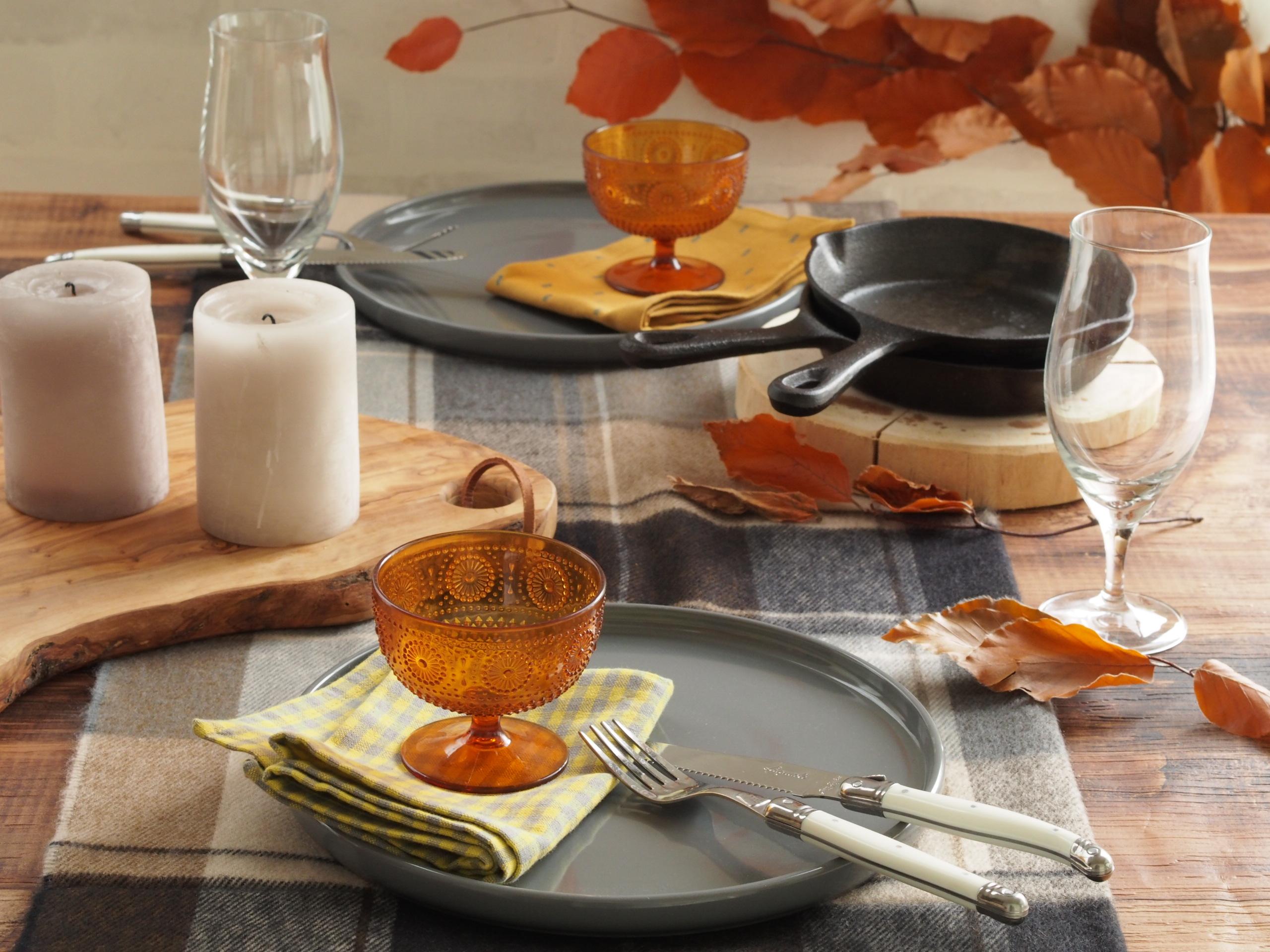 カジュアルでおしゃれな秋のテーブルコーディネート