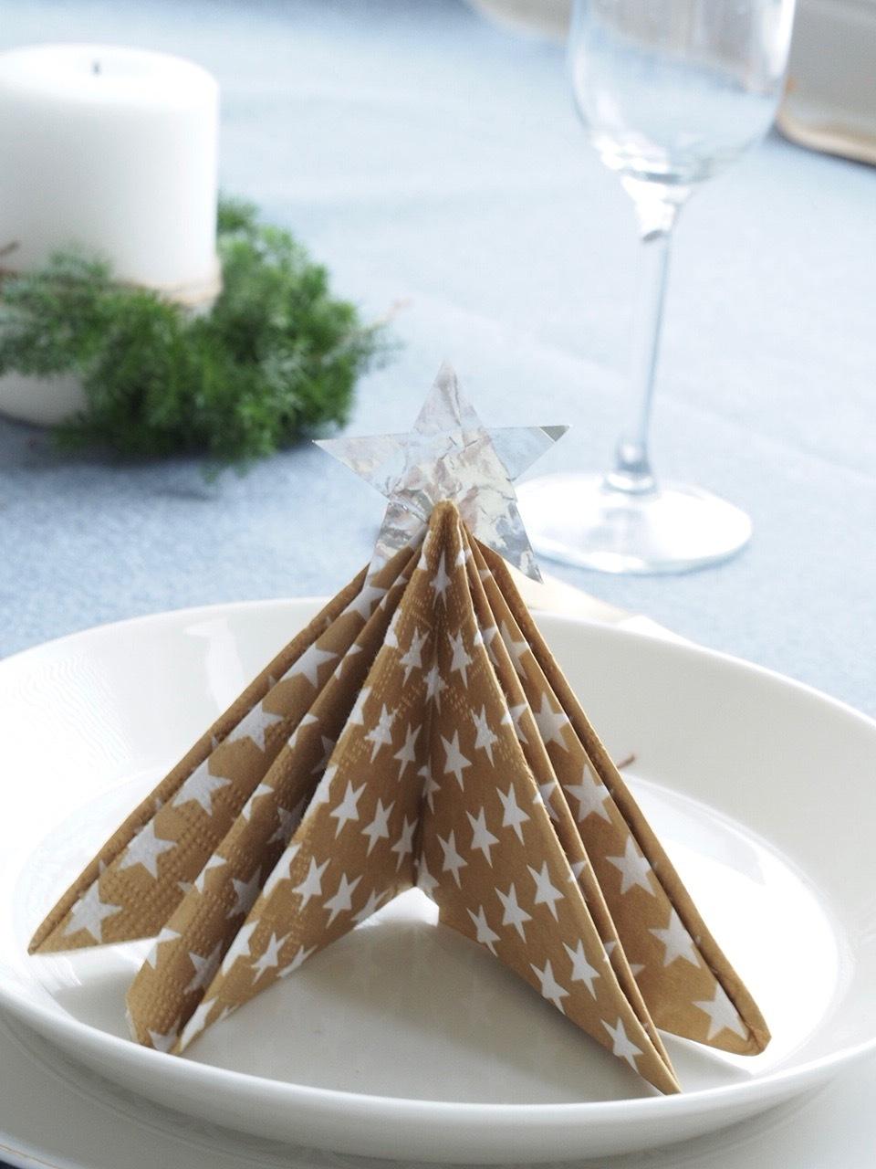 ペーパーナプキンでできるクリスマスツリーの折り方